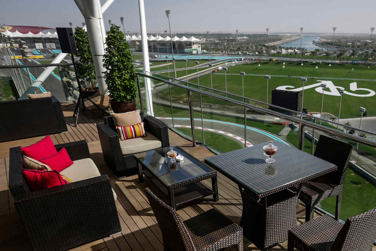 Extreme gp brunch abu dhabi formula 1 grand prix 2017 for Balcony unreserved